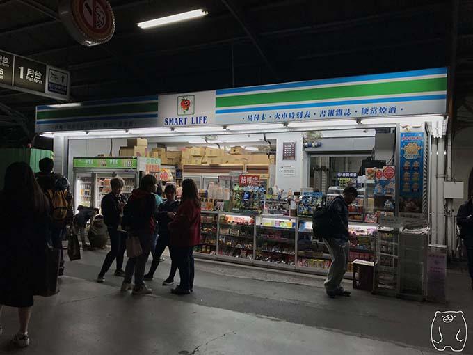 台南駅構内のコンビニ