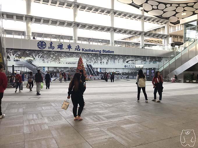高雄から台南への行き方|大きな広場