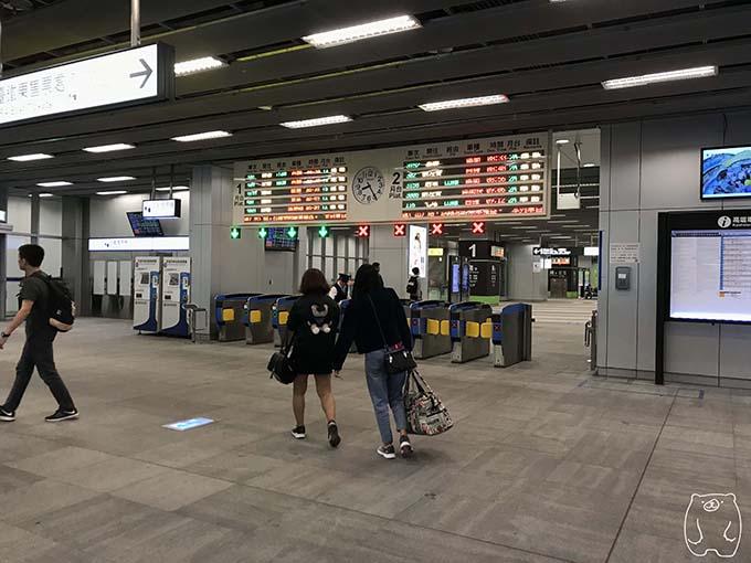 高雄から台南への行き方|改札
