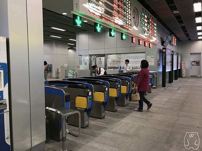 高雄から台南への行き方|改札を通る
