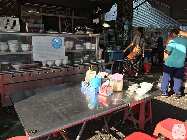 文章牛肉湯|外の飲食スペース