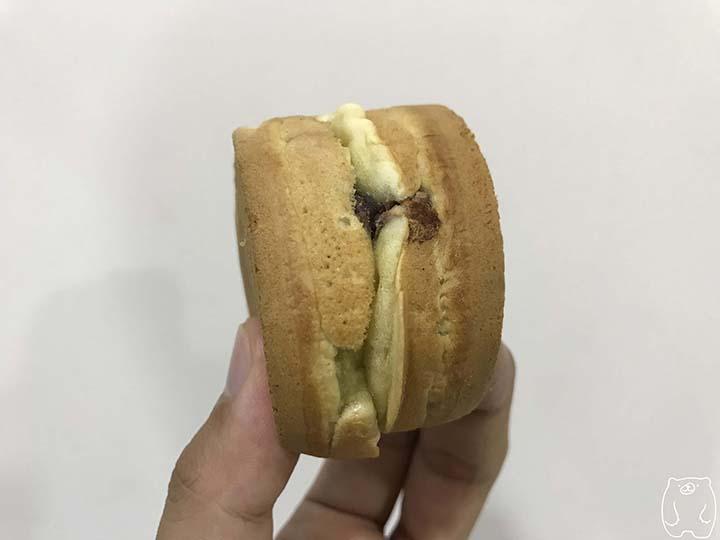 阿桃紅豆餅|紅豆餅を横から見た様子