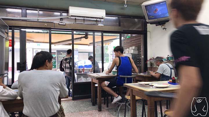二五巴 水餃蒸餃|店内の雰囲気