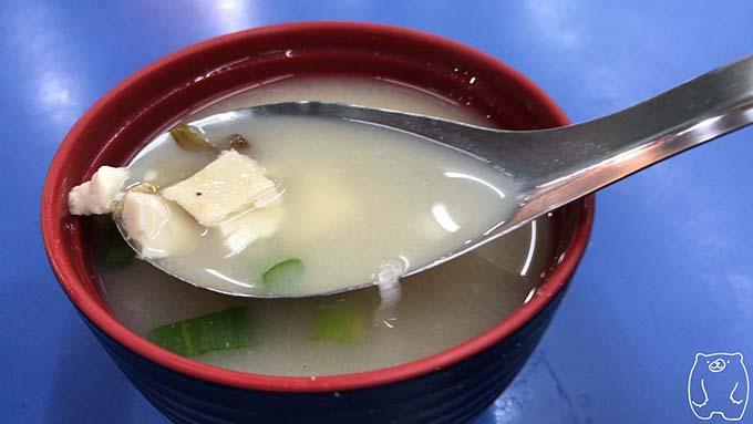 高雄老周焼肉飯の味噌汁の具
