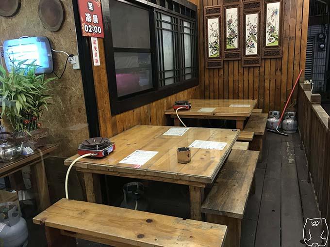 劉哥牛肉湯|外の席