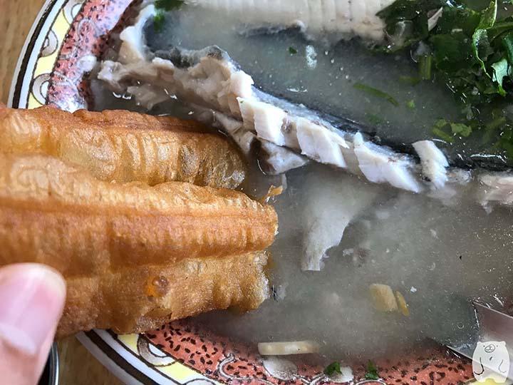 阿憨鹹粥|油條をスープにつける