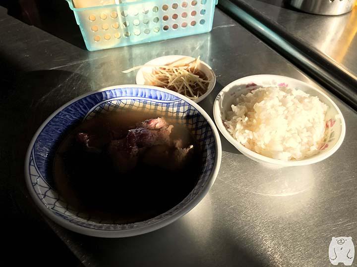 阿村第二代牛肉湯で注文した品|牛肉湯・白飯