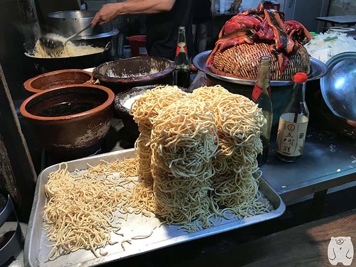 阿江炒鱔魚|麺とタウナギ