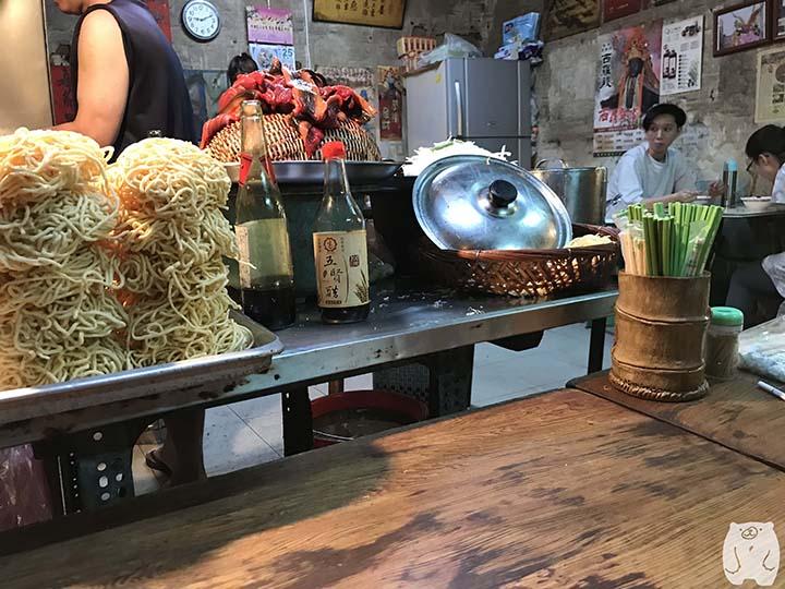 阿江炒鱔魚|テーブルの上