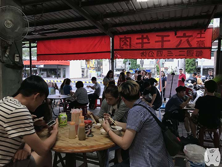 六千牛肉湯|食べ始める前の混雑状況
