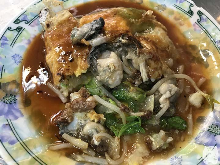 石精臼蚵仔煎|蚵仔煎のたくさんの牡蠣