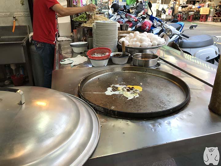 石精臼蚵仔煎|ひき肉を加える