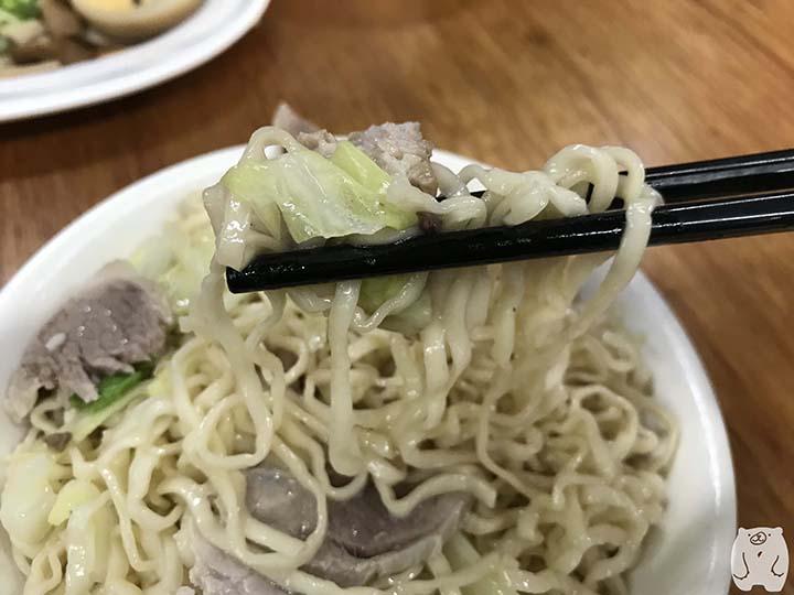 小杜意麵|肉とキャベツと一緒にいただく
