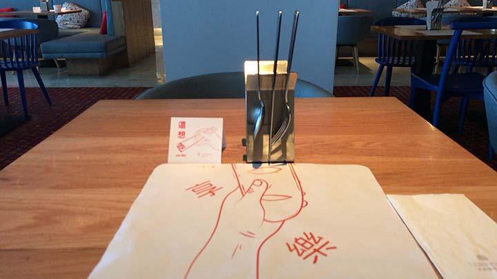 甘粹レストラン|テーブルの様子