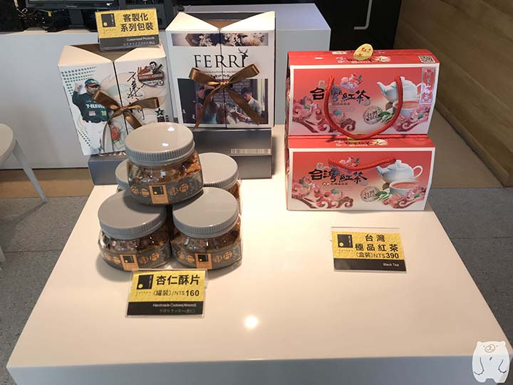 鳳盒子funboxのクッキーと台湾紅茶