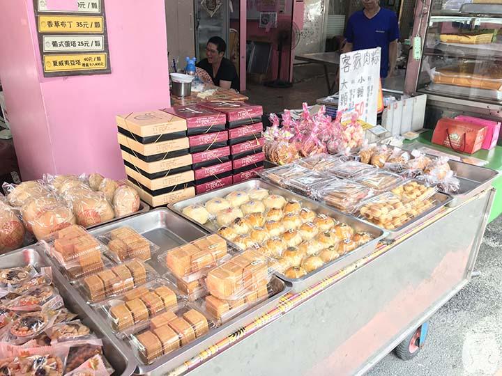 邱惠美鳳梨酥|店頭で売られているケーキ