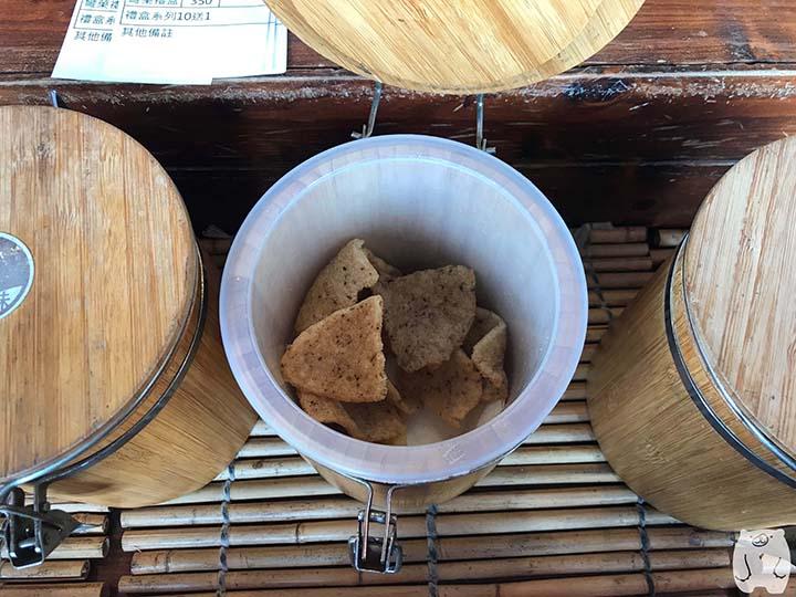 蝦米工坊&河童仙菓|黒胡椒味のエビせんべい