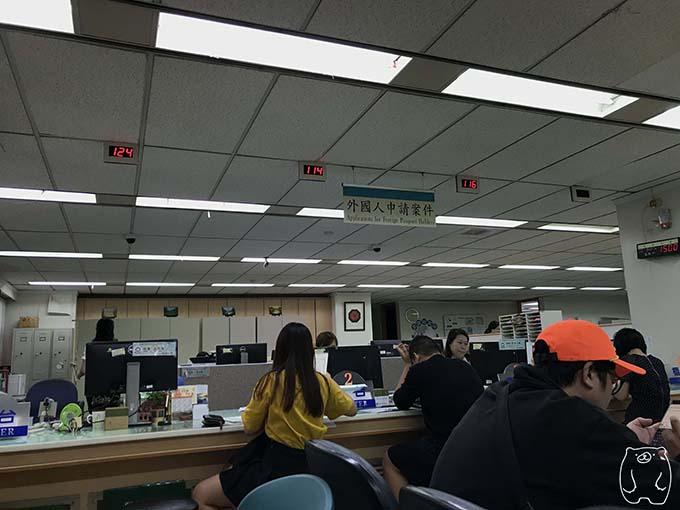 台湾(高雄)の統一番号の申請手順7|カウンターへ向かう