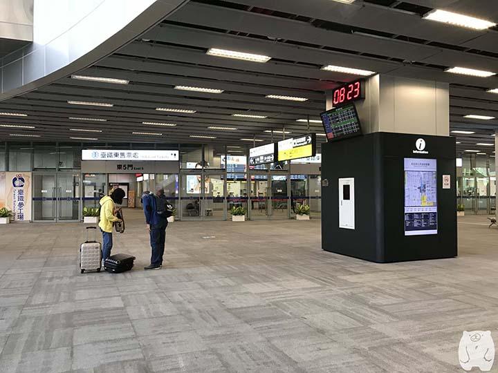台湾鉄道「高雄駅」|東チケット売り場
