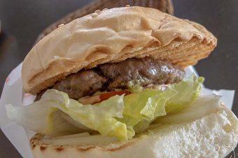 【高雄・信義國小駅】達楽早午餐は肉厚の美味しいハンバーガーが味わえるブランチ店