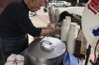 【台南東区】謝萬長傳統豆花|甘すぎず食べやすいおいしい豆花